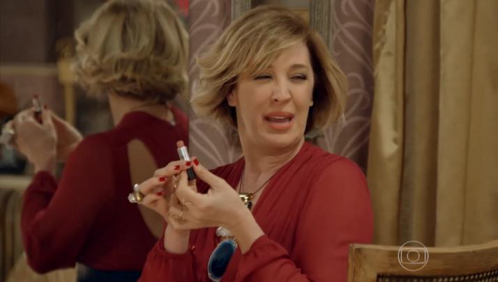 Imagem retirada da cena em que Samantha se arruma para sair e conversar com César, nesse link.